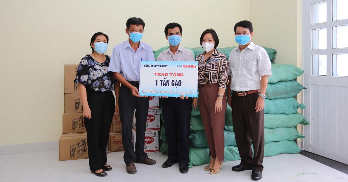 Vega City hỗ trợ các hoàn cảnh khó khăn bị ảnh hưởng bởi dịch COVID-19 tại Nha Trang